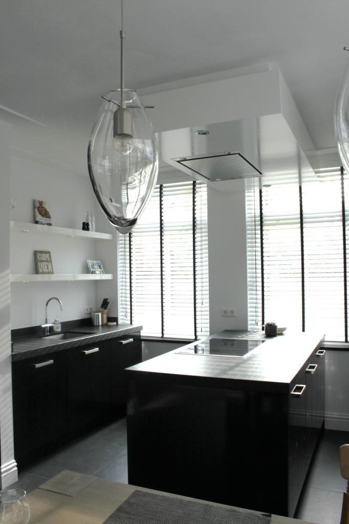 zwarte hoogglans keuken stijn 010