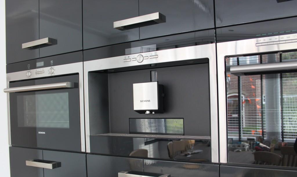 zwarte hoogglans keuken stijn 022